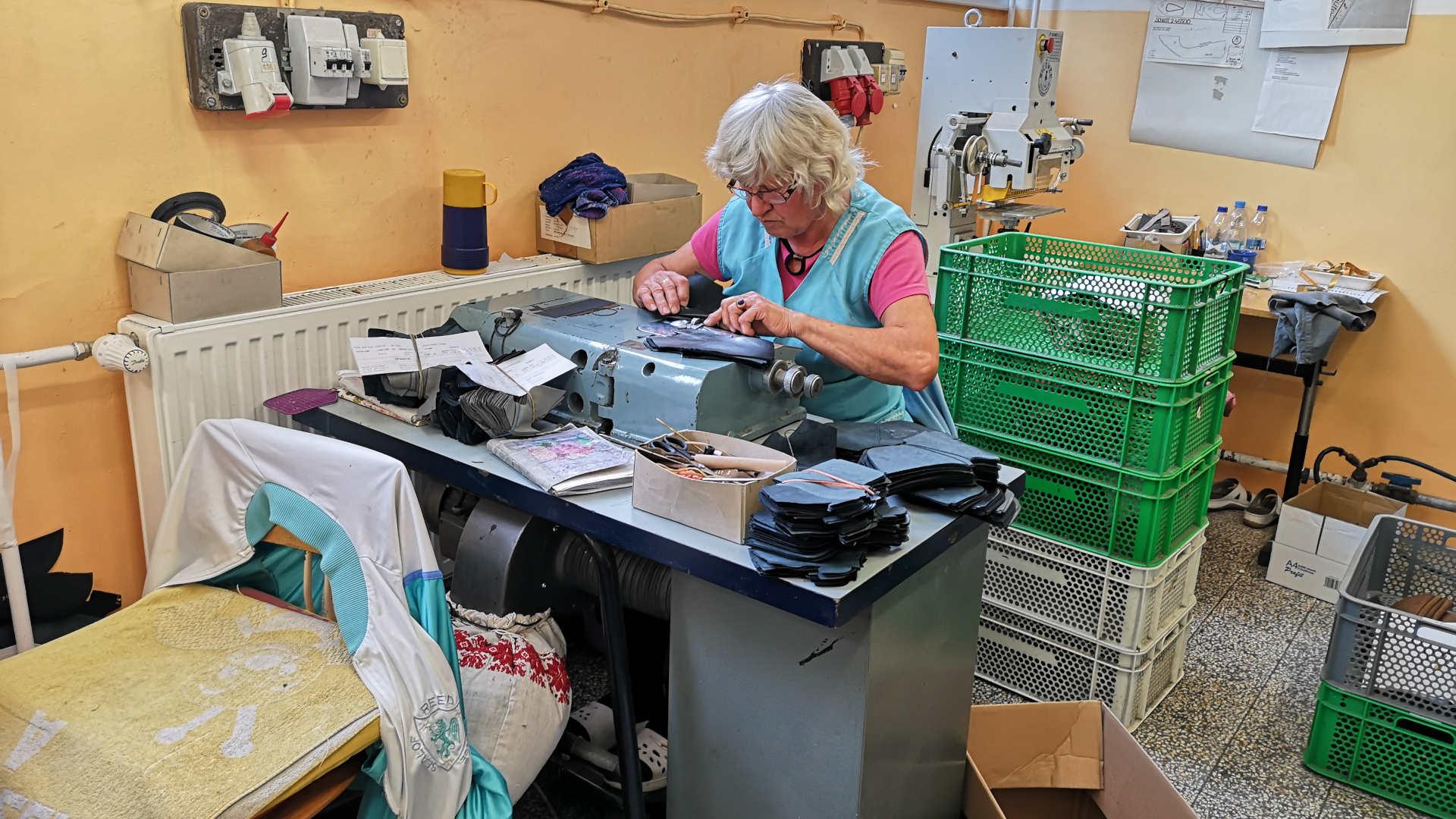 Damenschuhoberteile, Herstellung von Schuhoberteilen, női cipőfelsőrész